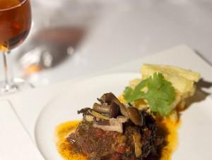 Carrillada en salsa de setas & AMONTILLADO. Modesto Tapas
